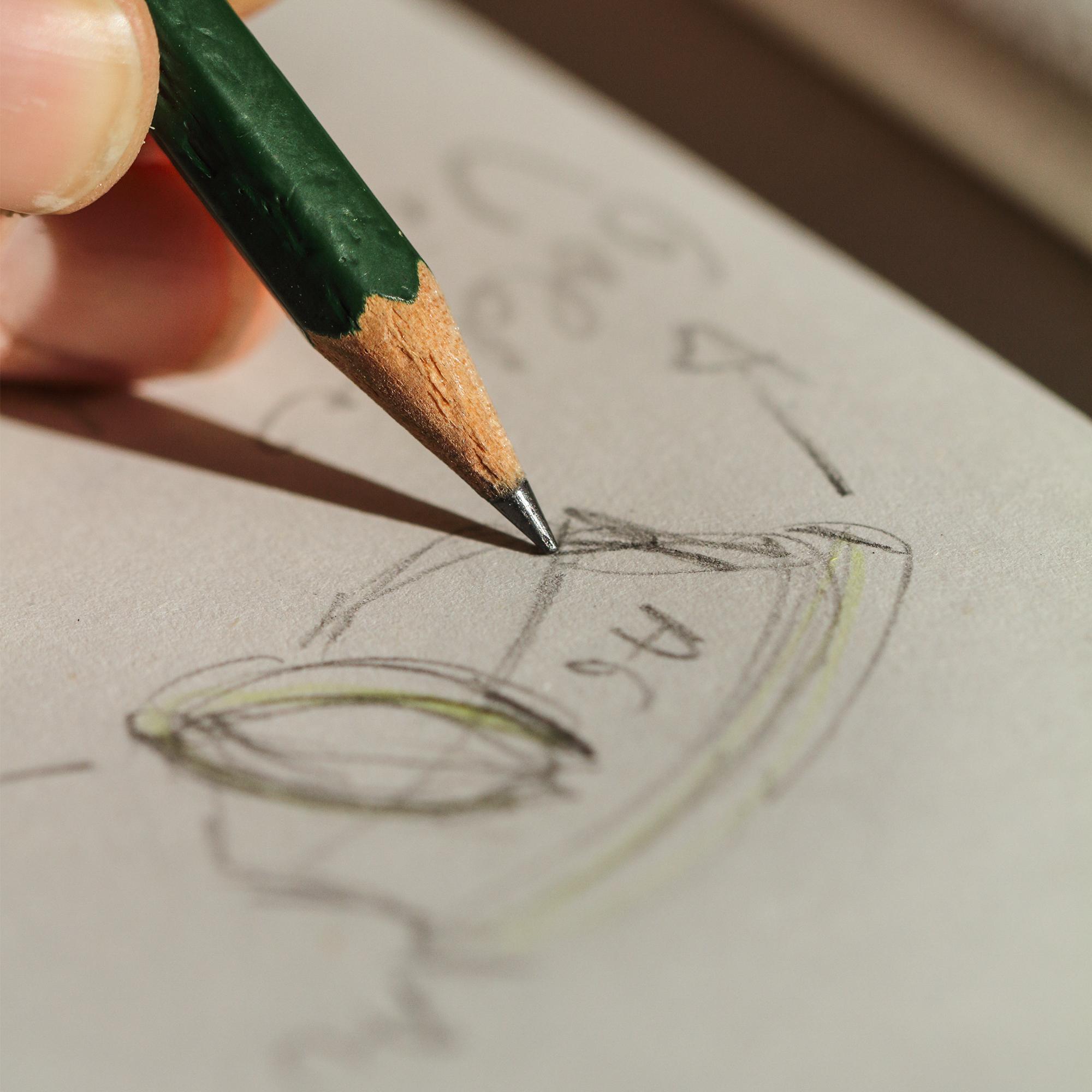 Ideen werden auf Papier gebracht.